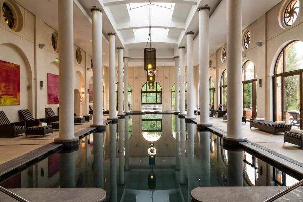 Terre Blanche Hôtel Spa Golf Resort – Piscine du spa © DR
