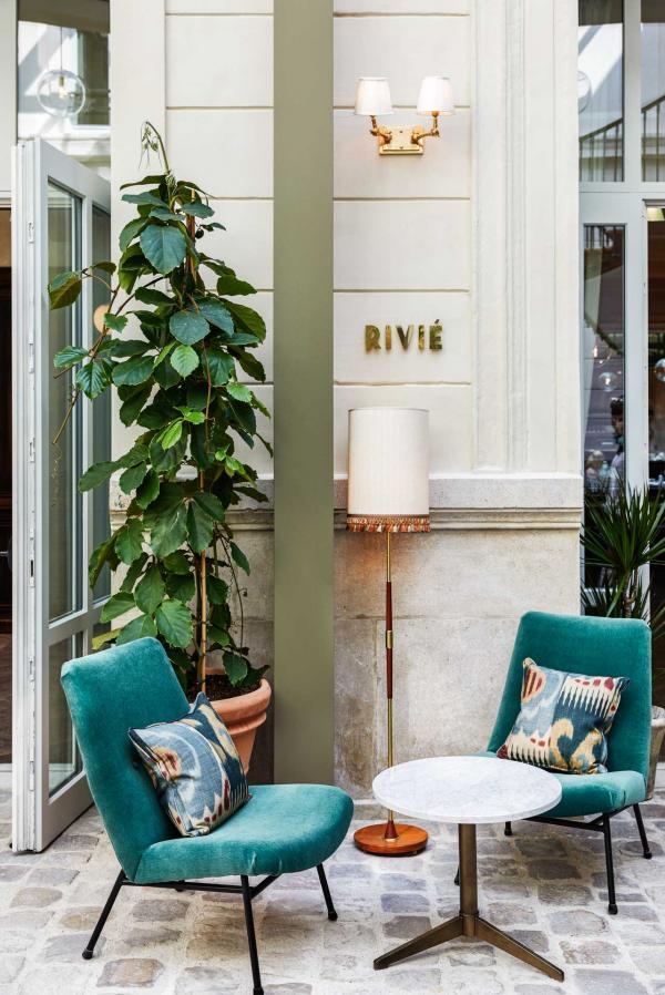L'entrée, sous une verrière, du restaurant Rivié à The Hoxton Paris © Alan Jensen