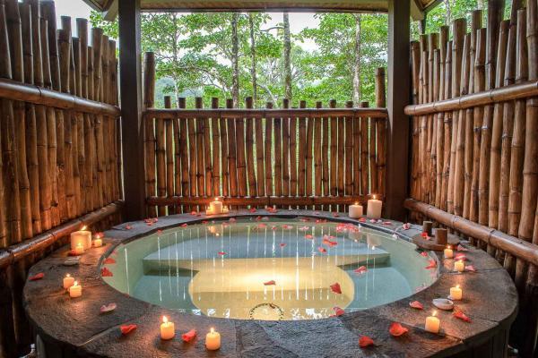 El Silencio Lodge & Spa - Jacuzzi © DR