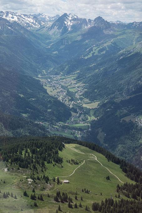 La vallée des Contamines-Montjoie vue depuis l'avion Aérocime, juste derrière le Mont Joly.  | © Yonder.fr