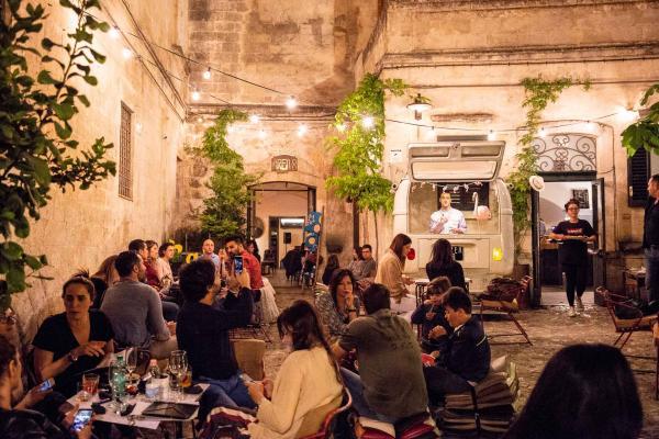 La terrasse extérieure de Area 8 (Matera) © Area 8