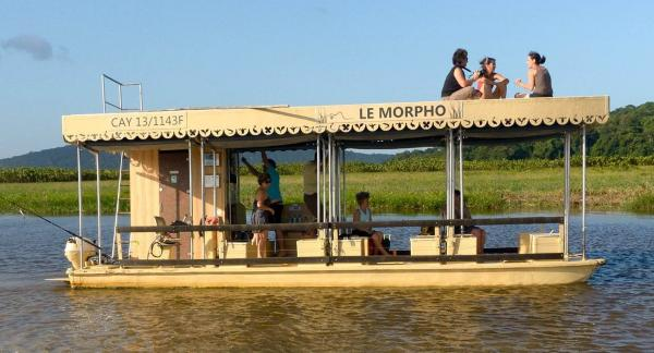 Le carbet flottant Le Morpho dans le Marais de Kaw © Le Morpho
