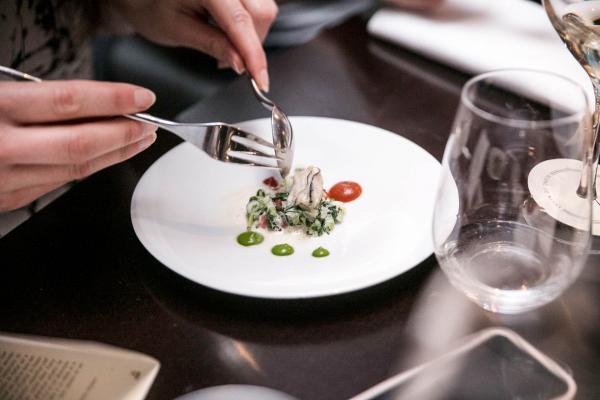Pendant le dîner préparé par Pierre Résimont à l'occasion de la 5ème édition du Prix Champagne Collet © DR