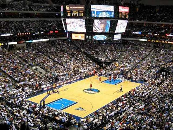 Les Dallas Mavericks jouent à l'American Airlines Center, dans Downtown Dallas © DR