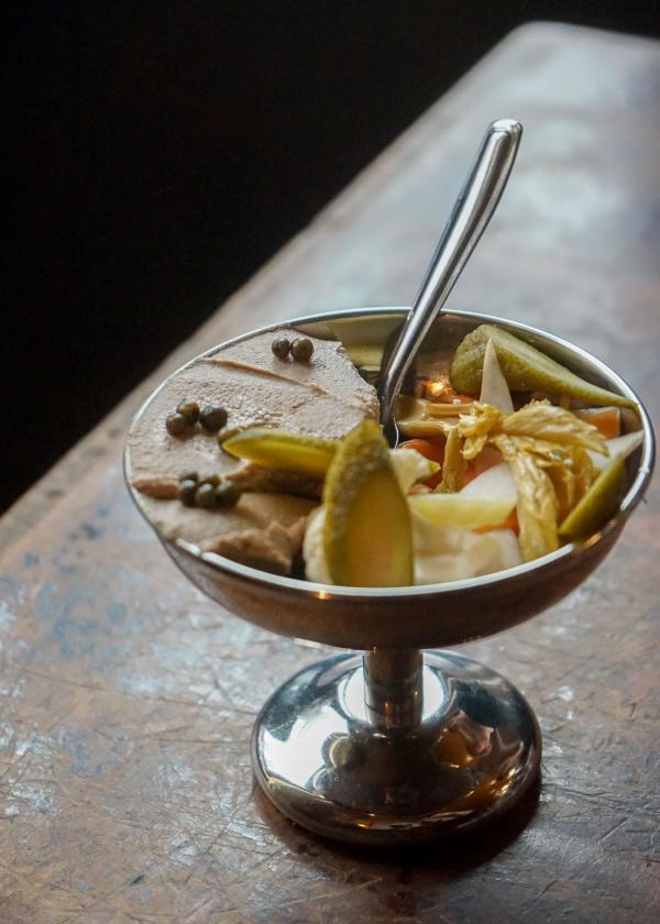 À l'Épi d'Or : la mousse de foie et ses pickles © MB / YONDER.fr