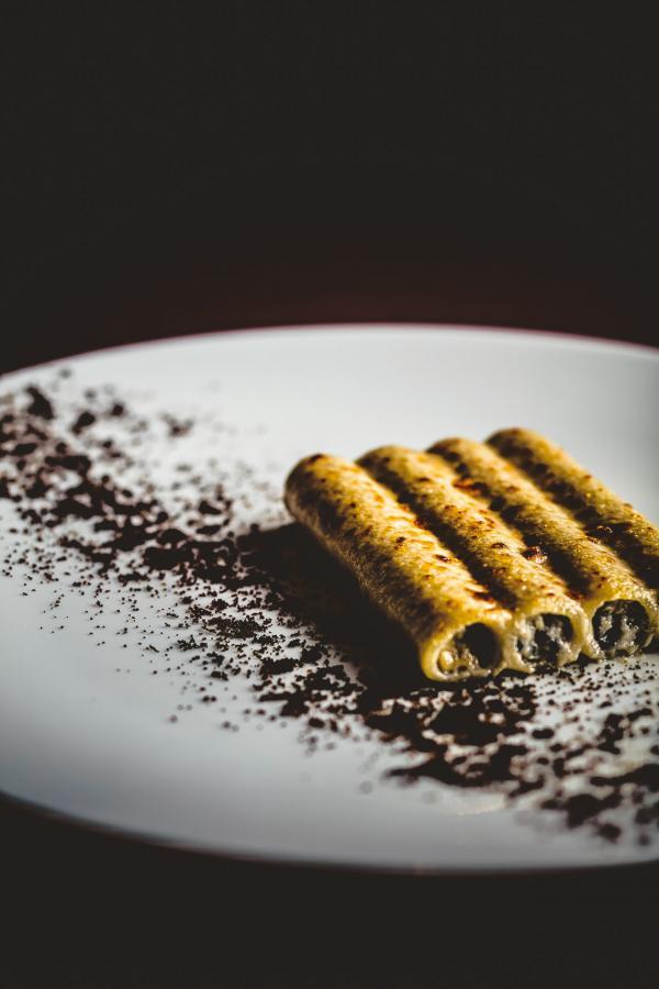 Macaronis farcis de truffe noire, artichaut et foie gras de canard, gratinés au vieux parmesan © Benoit Linero