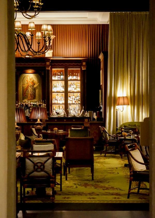 Four Seasons Hotel Firenze | Atmosphère feutrée au bar de l'hôtel © MB|YONDER.fr