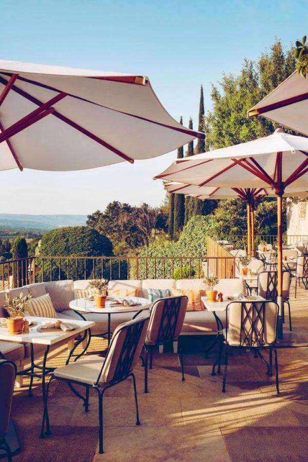 Hôtel Crillon le Brave — terrasse du restaurant © Hôtel Crillon le Brave
