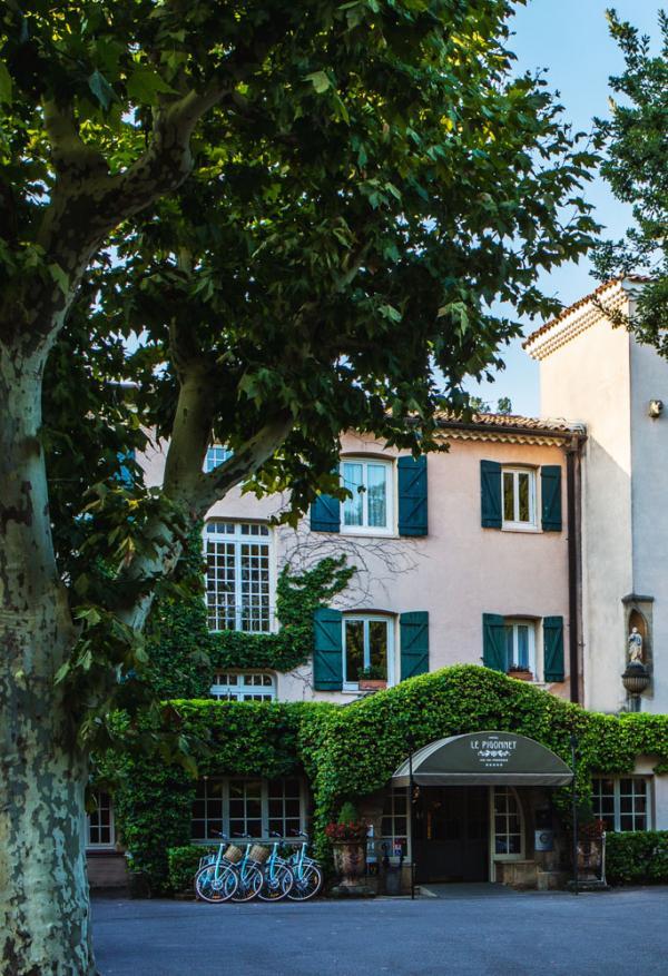 L'hôtel Le Pigonnet entouré de verdure © Le Pigonnet