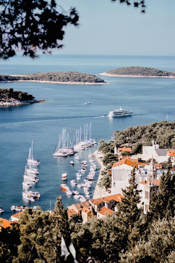 Port de Hvar en Croatie © Content pixie