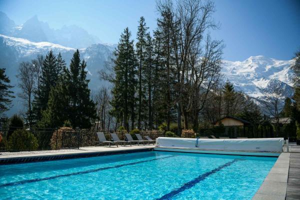 La Folie Douce Chamonix — piscine © DR