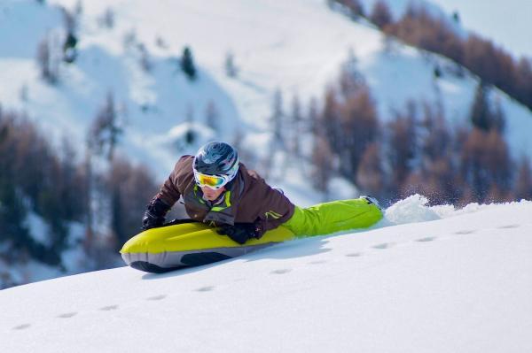 La Plagne — glisse alternative ? Pourquoi ne pas essayer l'airboard © J. Statkus