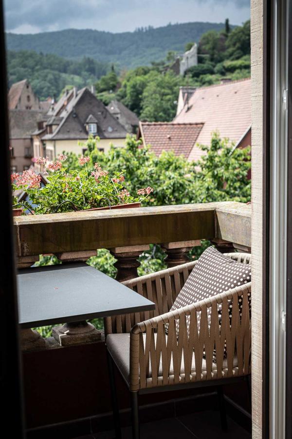 Hôtel Le Chambard – Balcon sur le village © DR