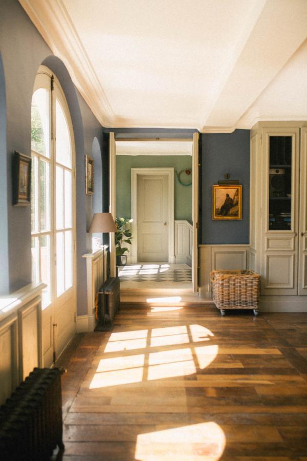 Les Tilleuls — grand salon © Les Tilleuls Etretat, Camille Gersdorff, Clothilde Redon.