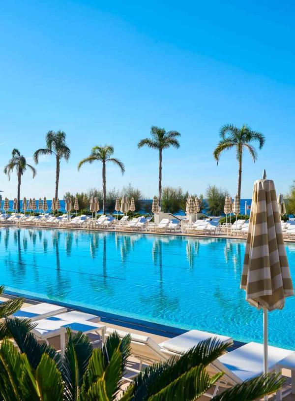 Monte Carlo Beach Monaco – La piscine XXL de l'hôtel © Société des Bains de Mer de Monaco