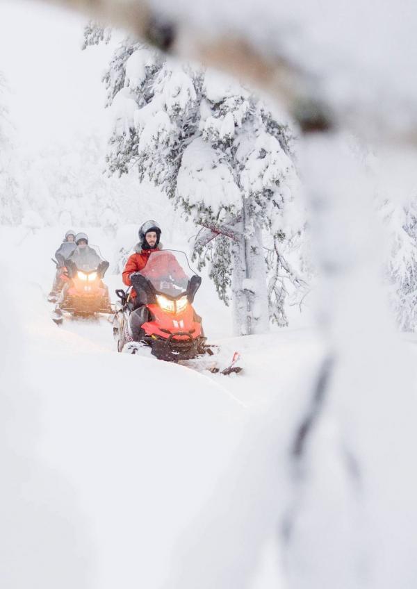 Motoneige en Laponie finlandaise © Juho Kuva - VisitFinland