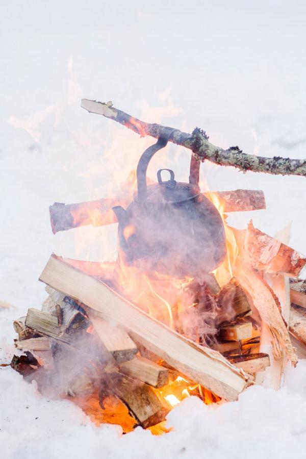 Pause raquette en Laponie finlandaise © Juho Kuva - VisitFinland
