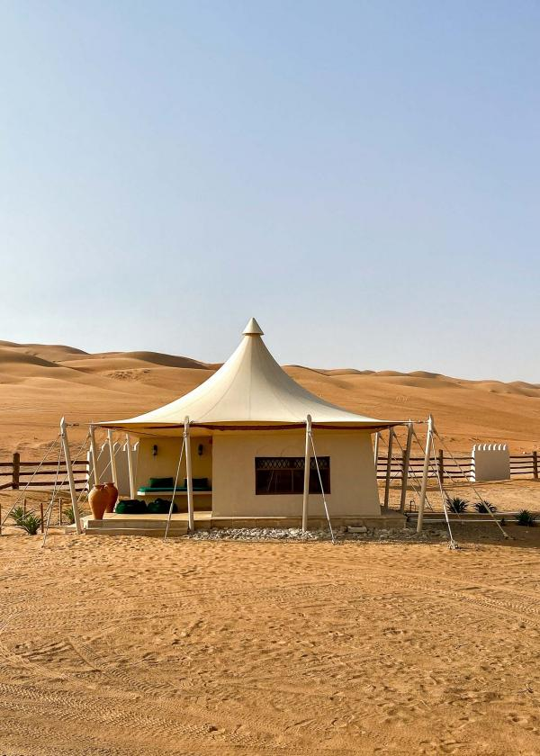 Le Desert Nights Camp et ses tentes 5 étoiles au milieu du désert à Oman