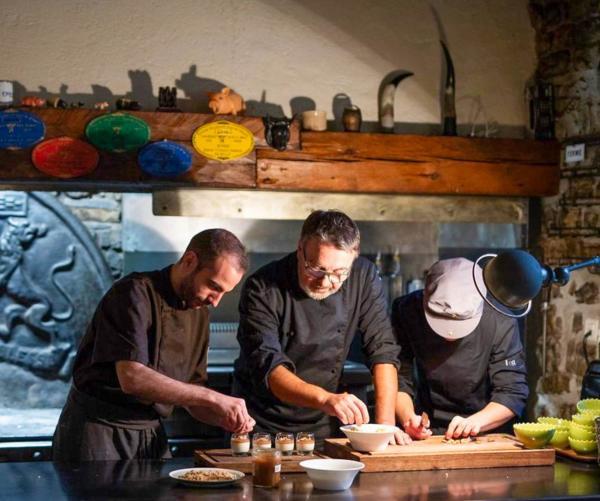 La Mangeoire — l'équipe en cuisine © La Mangeoire