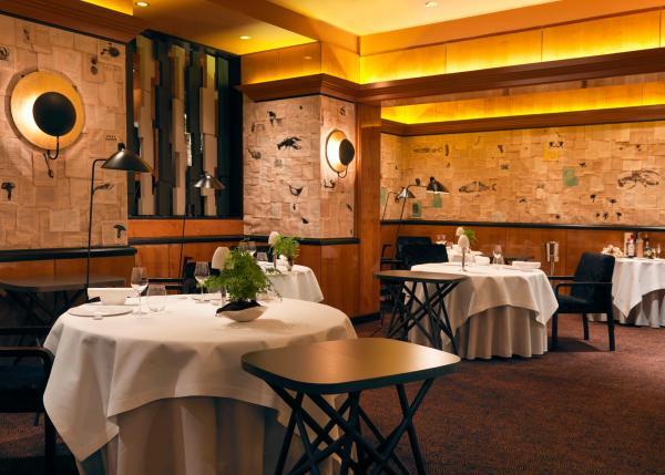 Le Restaurant Pierre Gagnaire a ouvert rue Balzac à Paris en 1996 © Thomas Duval