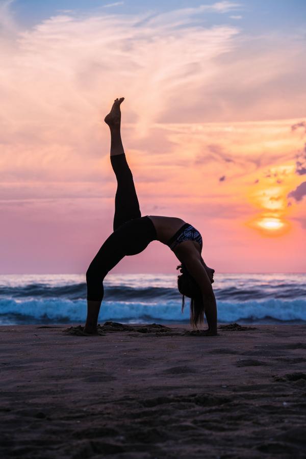 Yoga sur la plage © Sébastien Chebassier