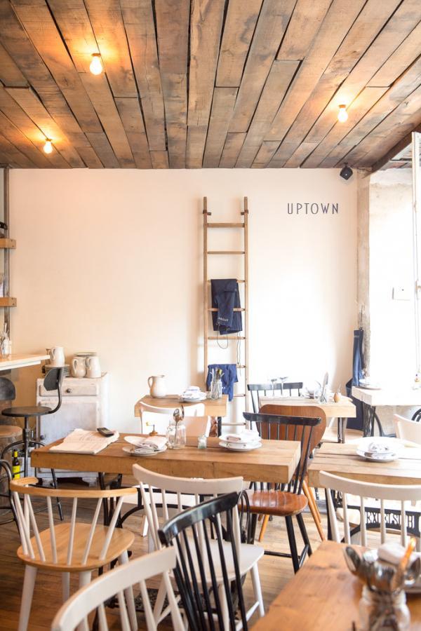 Intérieur chaleureux à Uptown, le bistrot le plus cool du 18ème arrondissement © Uptown
