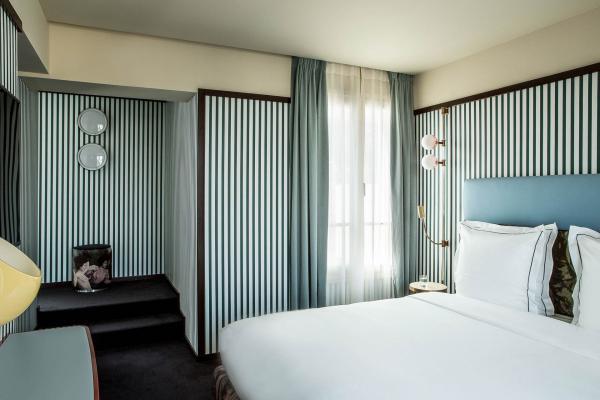 Chambre — Hôtel du Rond Point des Champs Elysées © Gilles Trillard.