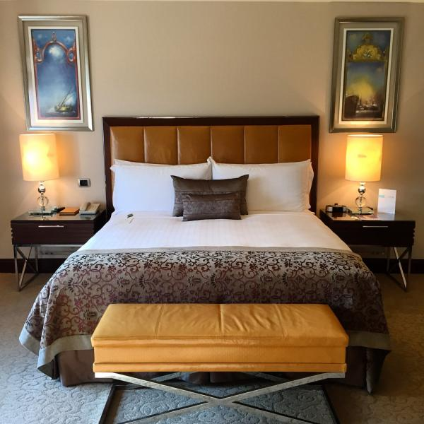 Lit king size et confort impeccable dans les chambres © Yonder.fr