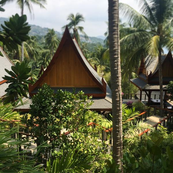 Les pavillons de l'Amanpuri sont disséminés sur une colline verdoyante | © Yonder.fr