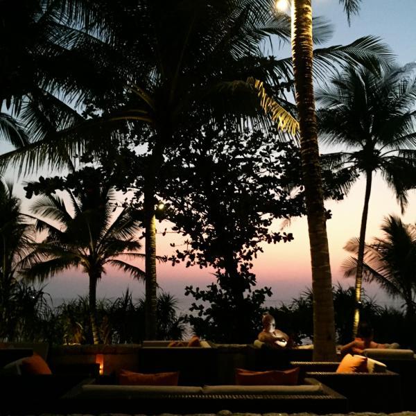Difficile de rêver d'un lieu plus agréable pour prendre l'apéro lors du coucher de soleil | © Yonder.fr