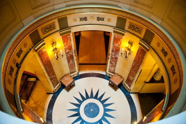 Le fameux escalier en spirale donnant accès aux chambres | © Amy Murrell