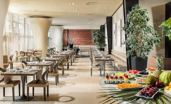 Le restaurant Óligo où est servi le petit-déjeuner | © Aguas de Ibiza