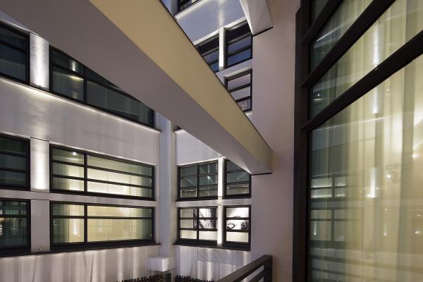 L'architecture de l'ancienne centrale télécom fait partie intégrante de l'hôtel | © Le Cinq Codet