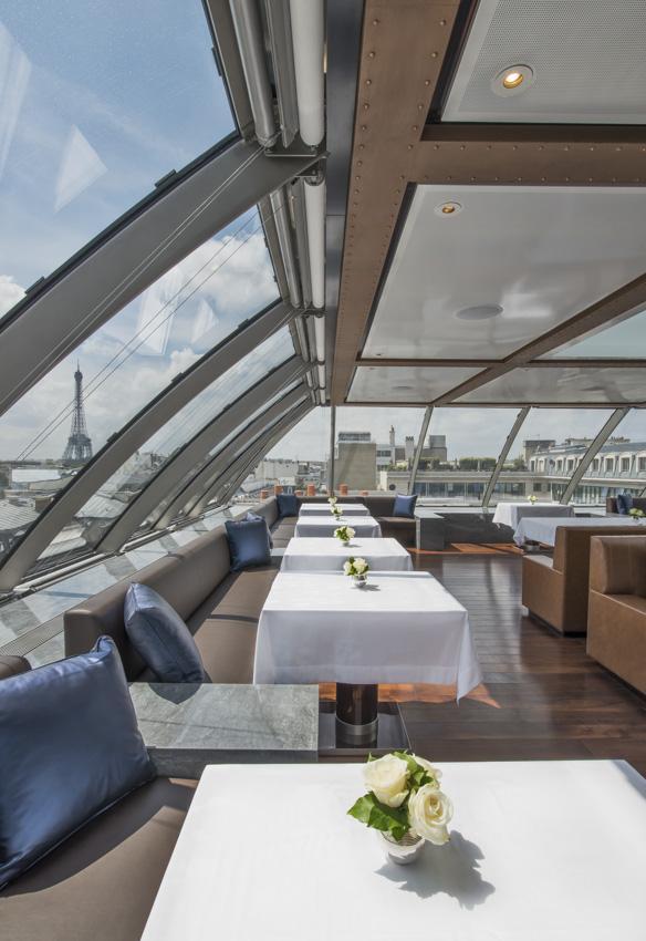 Vues sur les toits de Paris depuis la salle à manger de l'Oiseau Blanc | © The Peninsula Hotels