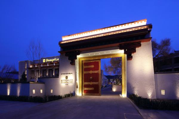 Porte d'entrée du Shangri-La Lhasa © 2014 Shangri-La International Hotel Management Ltd
