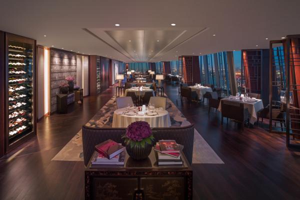 Le restaurant TĪNG au 35ème étage où sont servis petit-déjeuner, déjeuner, afternoon tea et dîner   © 2014 Shangri-La International Hotel Management Ltd.