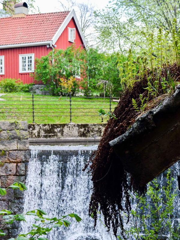 Les cascades qui jalonnent la rivière et la Hønse Lovisas hus © Pierre Gunther