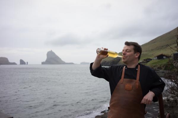 Le chef Gutti Winther est une célébrité de la télévision féroienne pour laquelle il a produit une série sur la gastronomie.