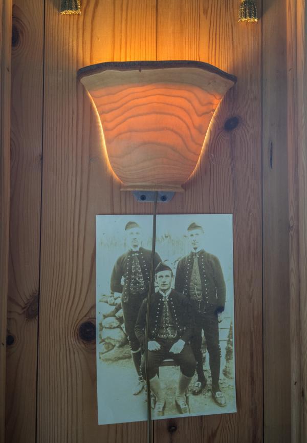 Une photo ancienne où figurent le grand-père de notre guide Randi et son frère Emil Joesen, co-inventeur du drapeau féroïen.