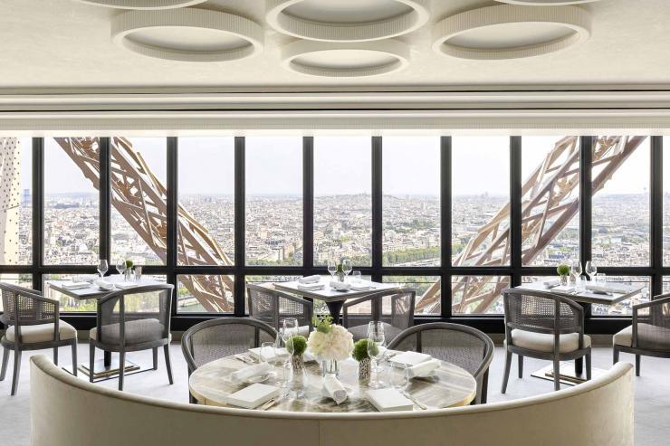 Les nouveaux intérieurs du Restaurant Jules Verne à la Tour Eiffel © Stéphan Julliard