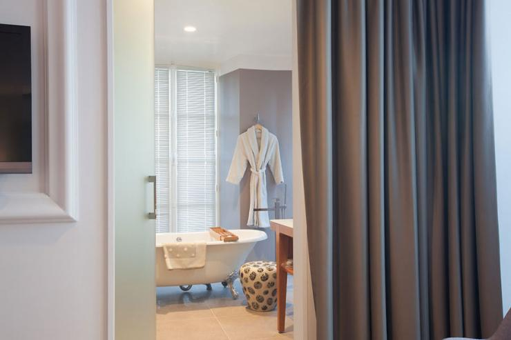 Les Avisés (Marne) - Salle de bain vue depuis la chambre