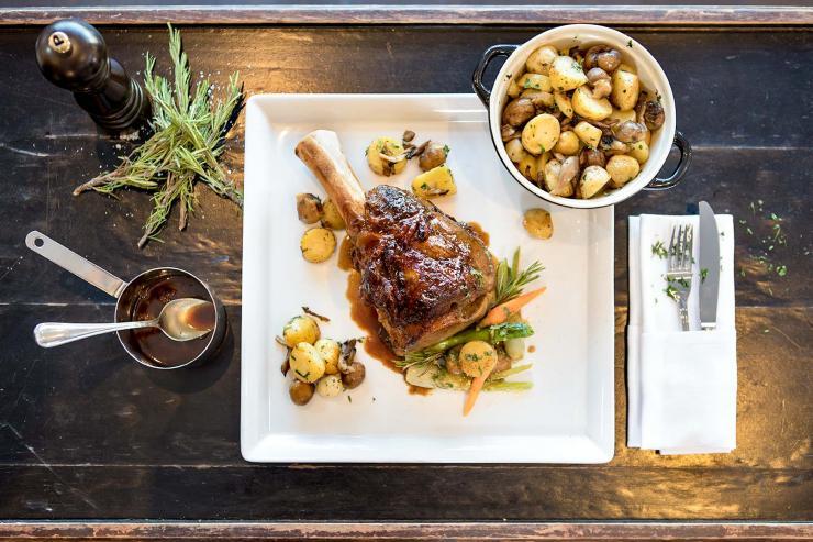 La Brasserie Restaurant & Bar au Renaissance Paris La Défense