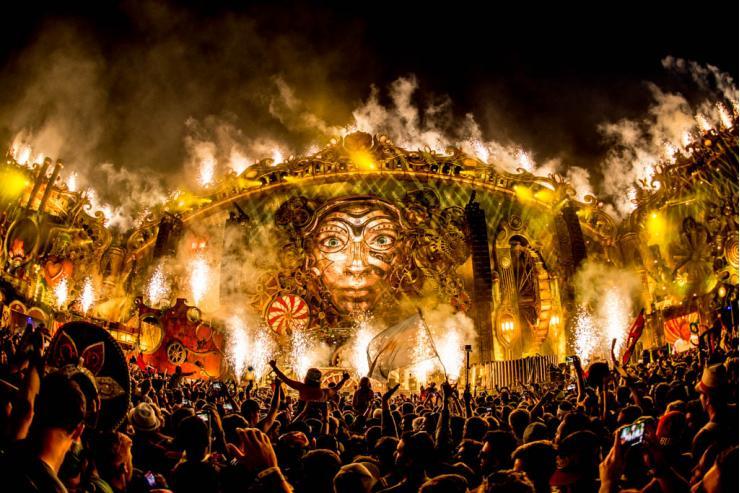 Scénographie grandiose pendant le grand rassemblement des musiques électroniques TomorrowLand © TomorrowLand / Visit Antwerpen