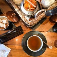 Tea time dans le salon du Chalet © Yonder.fr
