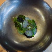 Tartare de boeuf, feuilles de capucines, filet d'anchois, fleurs d'ail © Yonder.fr