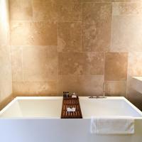 Dans les salles de bain, des lignes géométrique... @ Yonder.fr
