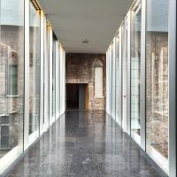 Cette passerelle vitrée est le trait d'union entre l'aile moderne du STAM et l'ancienne abbaye, faisant elle aussi partie du musée © Yonder.fr
