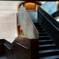 Escalier dans l'atrium @ Yonder.fr