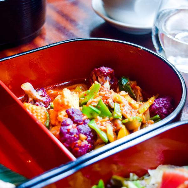 Salade de légumes de saison, parfaitement relevée © Yonder.fr
