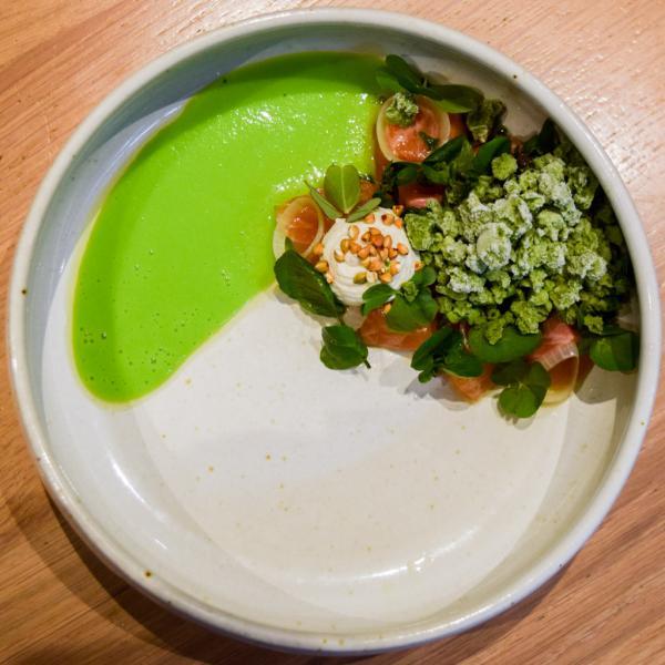 Truite de Banka, granité de cresson, oxalis vert, velouté de petits pois © Yonder.fr